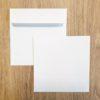Enveloppes carrées auto-adhésives